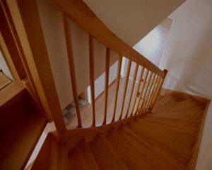 Escalera en carpintería